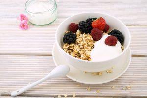 žitarice in oreščki za zajtrk